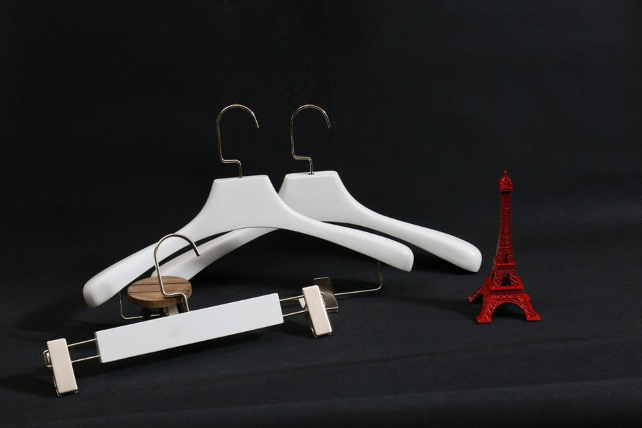 Set of customized wooden white hanger with chrome hook and clips
